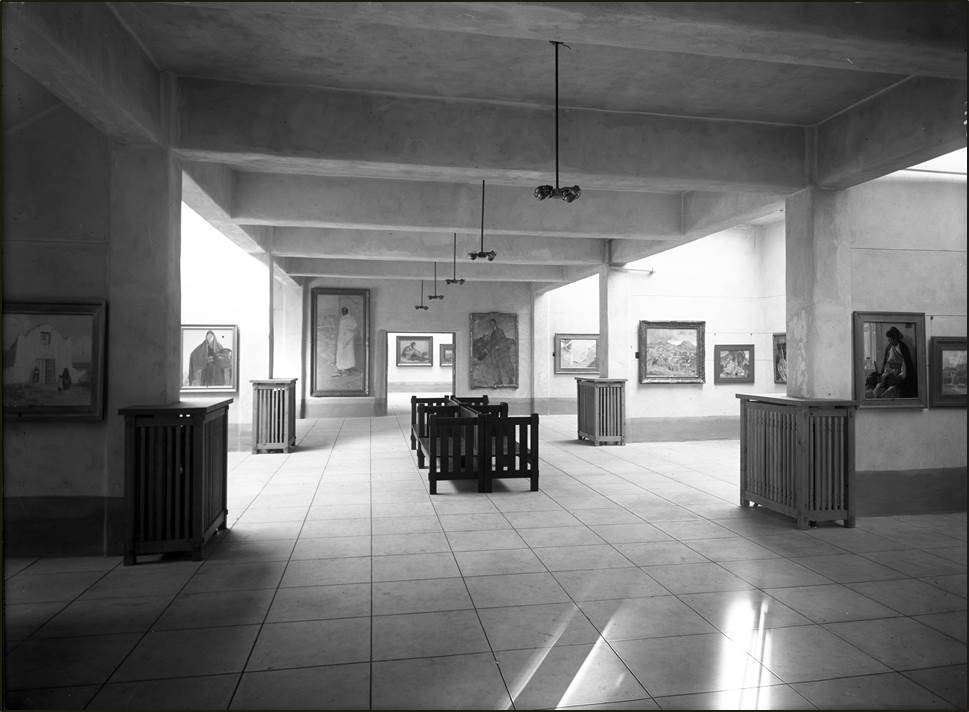 Photo of the galleries when the museum first opened